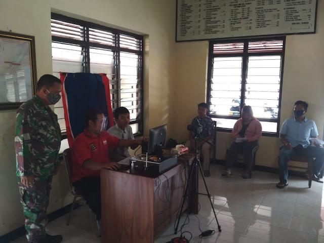 Babinsa Koramil Ceper Dampingi Perekaman E-KTP Di Kantor Kelurahan