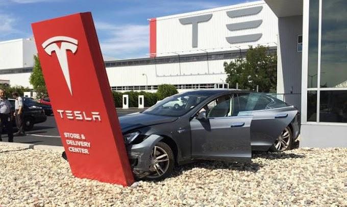 Tesla retirará del mercado 870 autos en China por defecto en el techo: AFP.