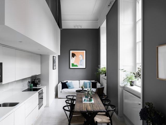 Dormitor deasupra bucătăriei într-un apartament îngust de 60 m²