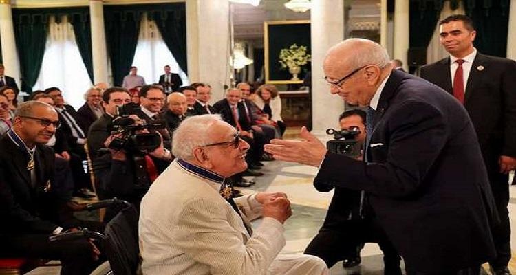 بالصور : الرئيس التونسي يمنح جميل راتب الوسام الوطني للاستحقاق