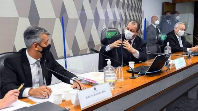 Presidente da CPI da Covid determina prisão de ex-diretor da Saúde acusado de pedir propina de 1 dólar por vacina