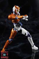 S.H. Figuarts Kamen Rider Valkyrie Rushing Cheetah 18