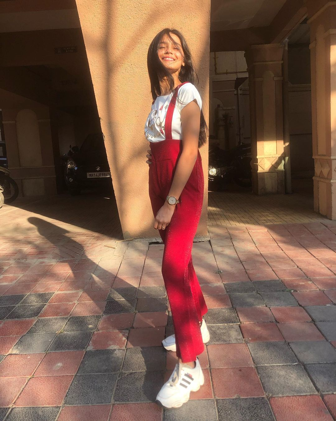 Indian Instagram Model and Actress Mahi Singhvi Mishty Photos Images HD Wallpapers Free Download