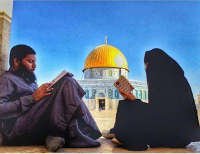 suami istri dekat masjid alaqsha