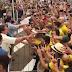 """VÍDEO: Bolsonaro chega em Sorriso e é recebido aos gritos de """"mito"""" pela população"""