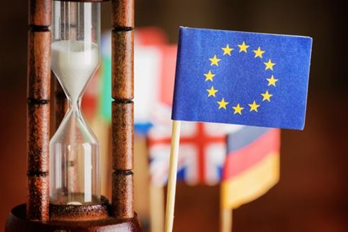Οxford Economics: Η Ευρώπη καταρρέει αλλά οι ηγέτες της δεν βάζουν μυαλό