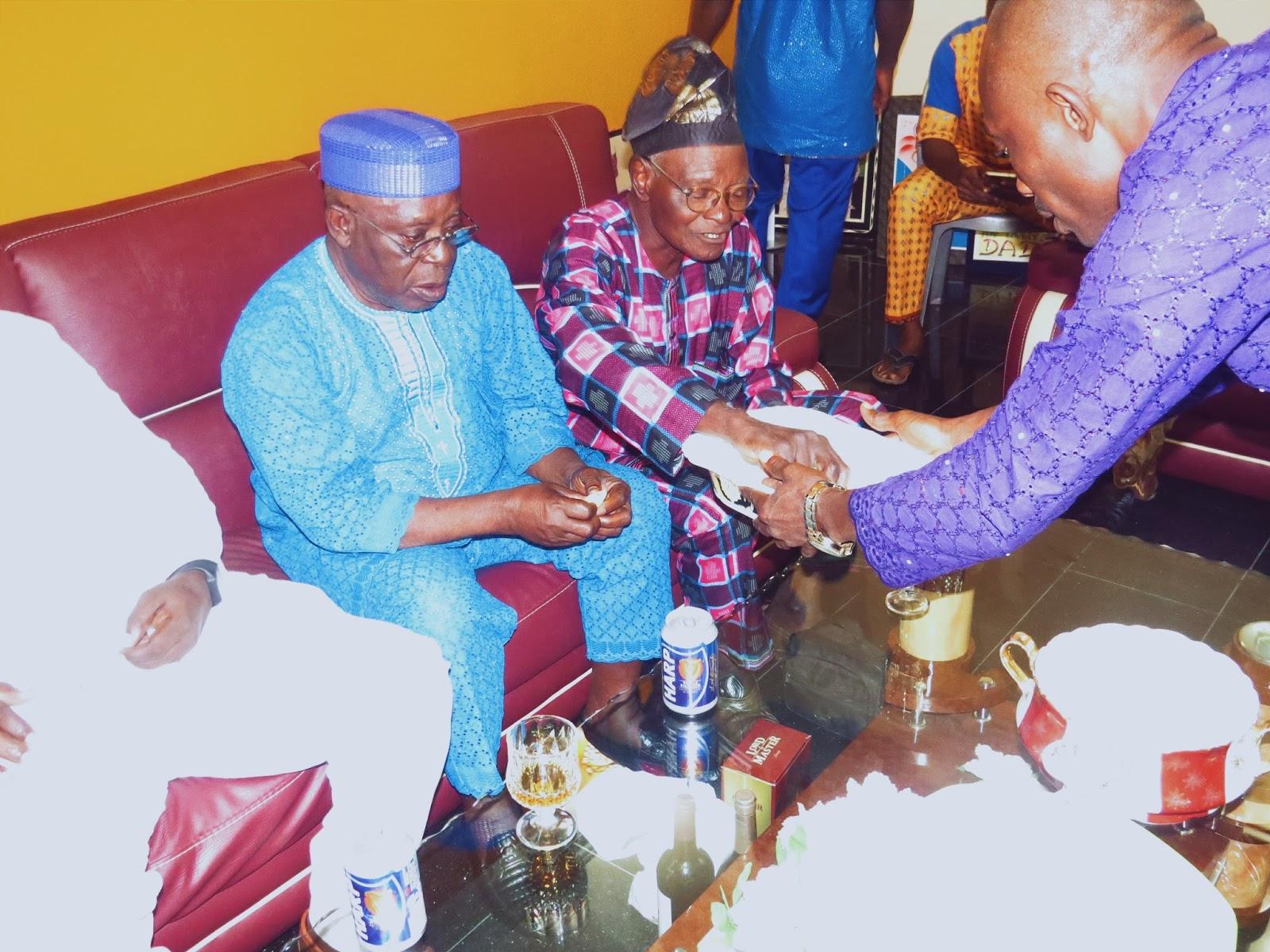 Bini. bini marriage, bini traditional marriage, Edo marriage, Edo attire, edo traditional rites, Benin marriage, Bini bride, Bini bridal attire, Bini tradition, Bini wedding, Bini couple, kola nut