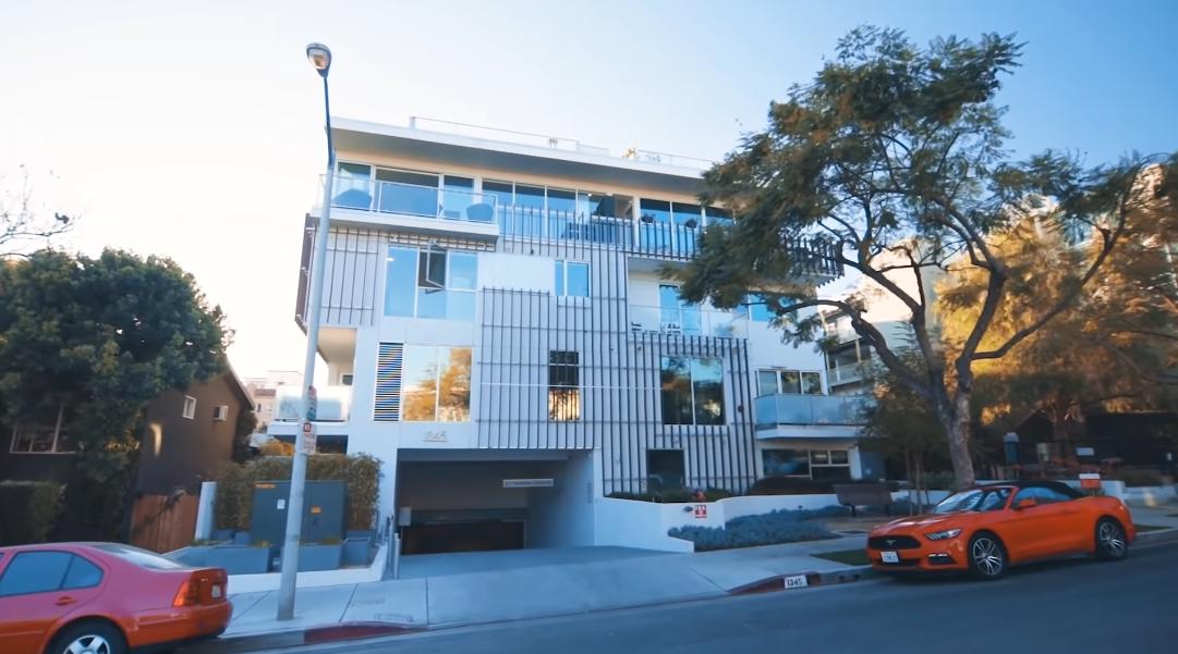 15 Interior Design Photos vs. 1345 Havenhurst Dr #10, West Hollywood, CA Condo Tour