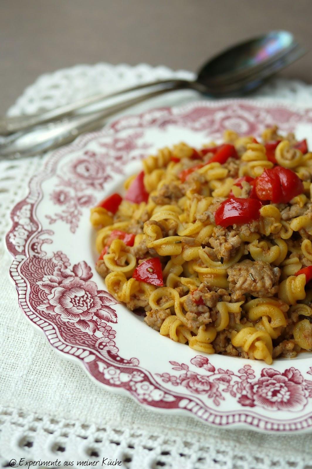 Experimente aus meiner Küche: One Pot Pasta mit Hackfleisch und Paprika