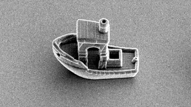 В Голландии из платины создали на 3D-принтере самую маленькую в мире лодку