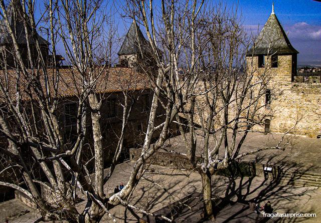Pátio do castelo medieval de Carcassonne