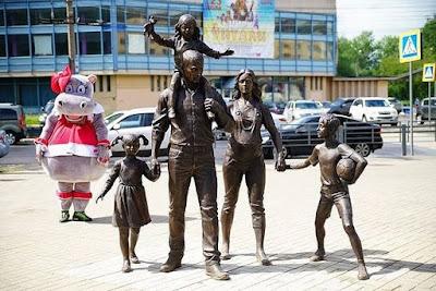 Εκατοντάδες αγάλματα της Παραδοσιακής Οικογένειας ανεγέρθηκαν σε όλη τη Ρωσία2