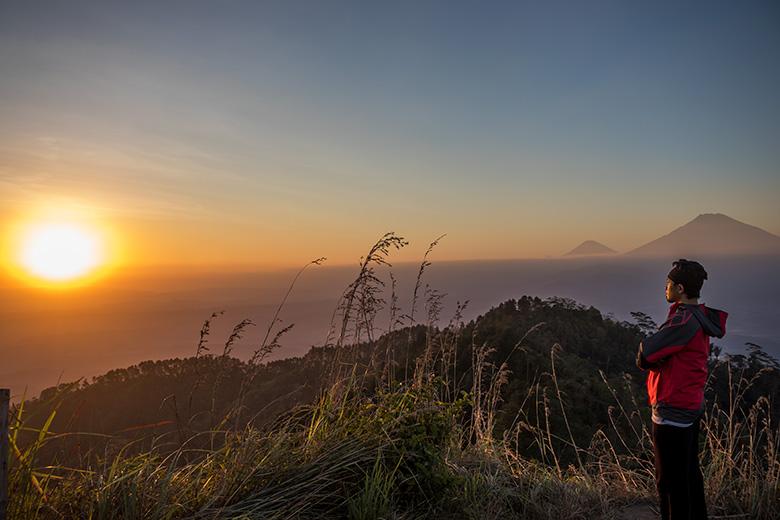"""Gunung Kunir; Menanti """"Sunset"""" di Salah Satu Atap Purworejo"""