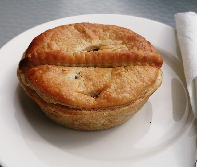 Bonjour de France, Blackburn, beef pie