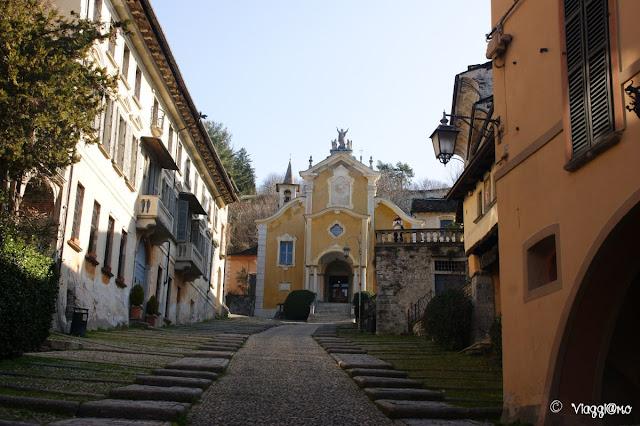 La Chiesa Parrocchiale di Orta San Giulio in cima alla salita della Motta