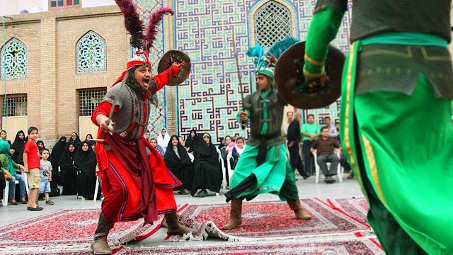 Tazieh, encenação da batalha de Karbala em  Ashura  no Irã