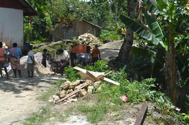 Kumpulan Foto-Foto Jalan Cor Di Kampung Gorolo Kabupaten Sorong Selatan