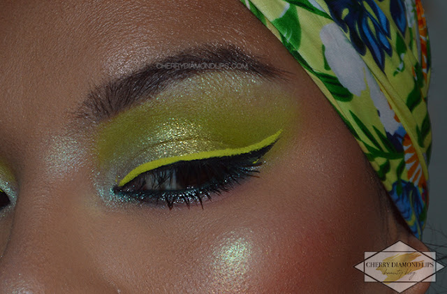 Review Vivid Glowin' Green by W7 Makeup, Neon Green Look, Dupe Neon Green Neon Obsessions Huda Beauty, dupe huda beauty, Neon Eyeliner Green Vivid Wycon