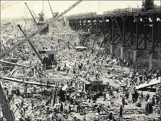 Construcción de la presa de Aswan