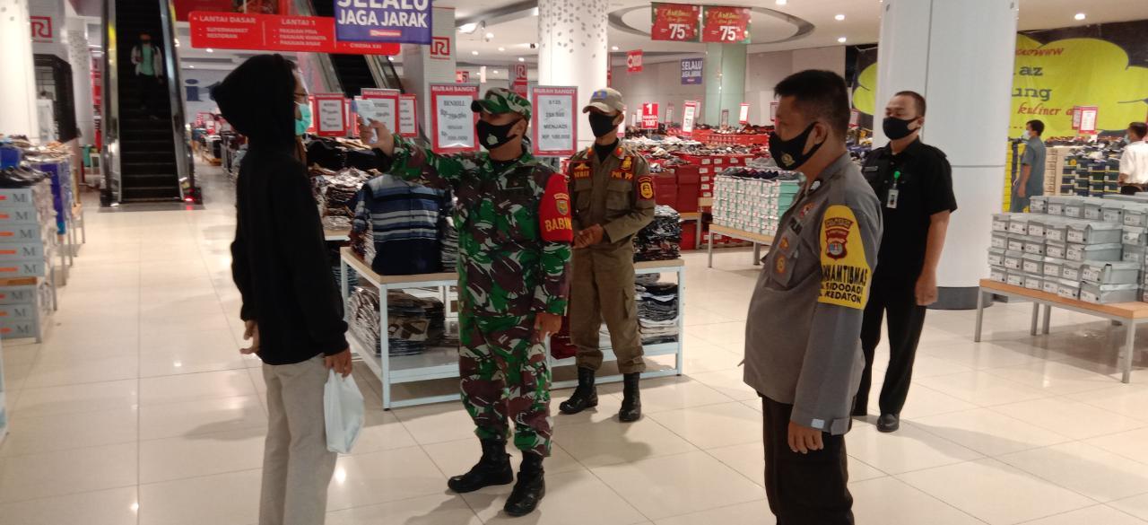 Satgas Terpadu Penanganan Covid-19 terus lakukan Himbauan dan penegakan disiplin Protokol kesehatan dipusat perbelanjaan modern Mall Ramayana Ciplaz
