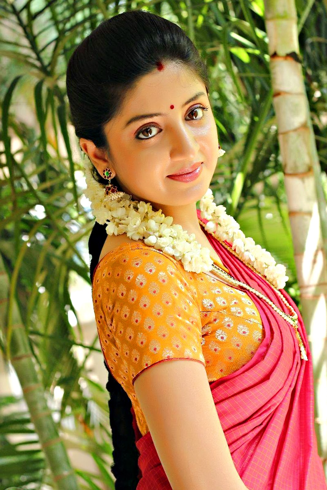 Telugu Actress In Saree New Hd Photo Shoot Wallpaper Free