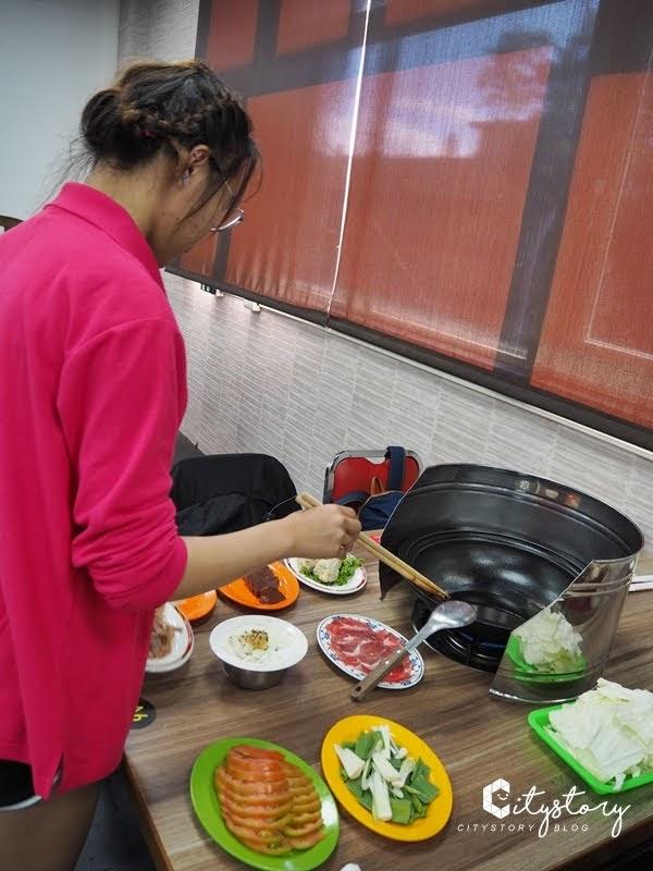 【桃園市美食】桃園洪金小紅莓自助式石頭火鍋城-古早味最對味
