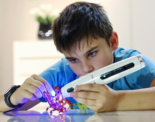 00-Future-MAKE-Drawings-with-Polyes-Cool-Ink-3D-Pen-www-designstack-co
