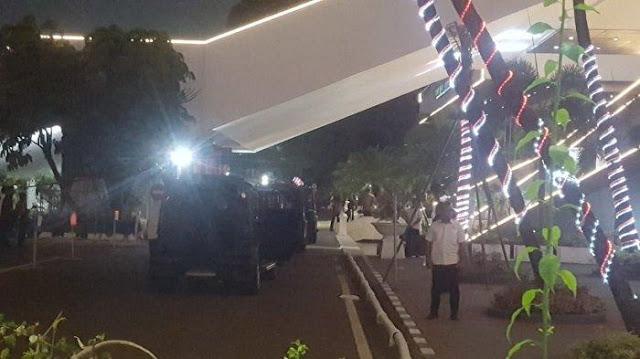 Jokowi Malam-malam ke DPR, Ada Apa?