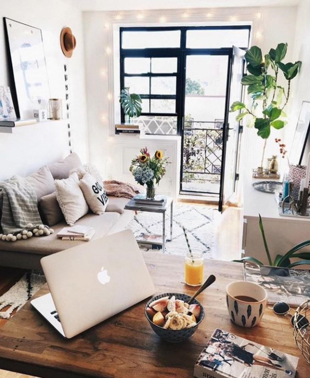20 Perfect Small Apartment Decorating on a Budget - Decor ... on Apartment Decor Ideas On A Budget  id=34931
