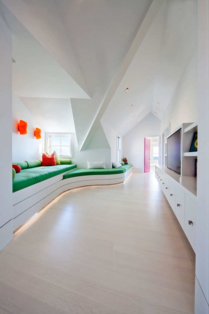 Kid's room in Contemporary style home on the beach
