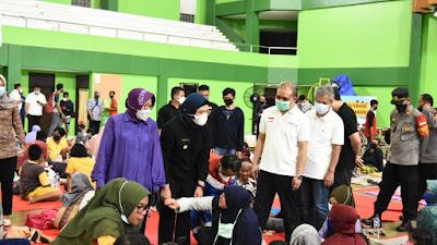 Dampingi Menteri Sosial, Bupati Indramayu Kembali Pantau Posko Pengungsian