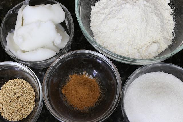 Ingredientes para mantecados caseros de canela y ajonjolí