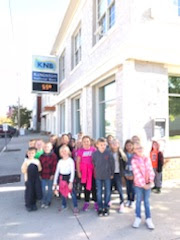 Group of students smiling for a picture in front of Kingston National Bank