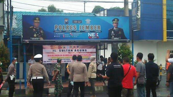 Covid -19  , Kawasan Physical Distansing Jalan Sultan Agung Di Berlakukan  .