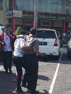 Gunakan Monil Minibus, Diduga Pelaku Teror Serang Mapolda Riau