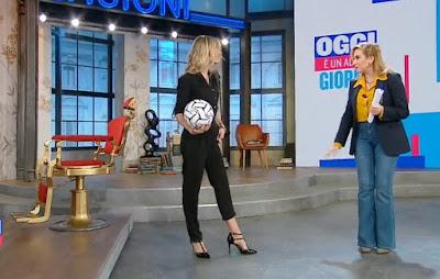 Francesca Fialdini foto abbigliamento completo nero