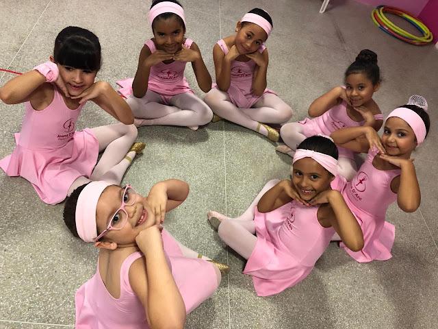 Apresentação das bailarinas para as mães!
