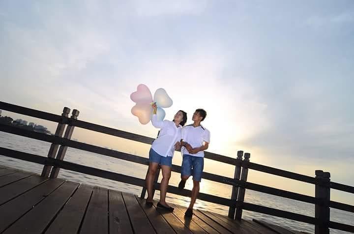 Tema Tren Photo Prewedding Pose Kasual Foto Video Shooting Weddingque