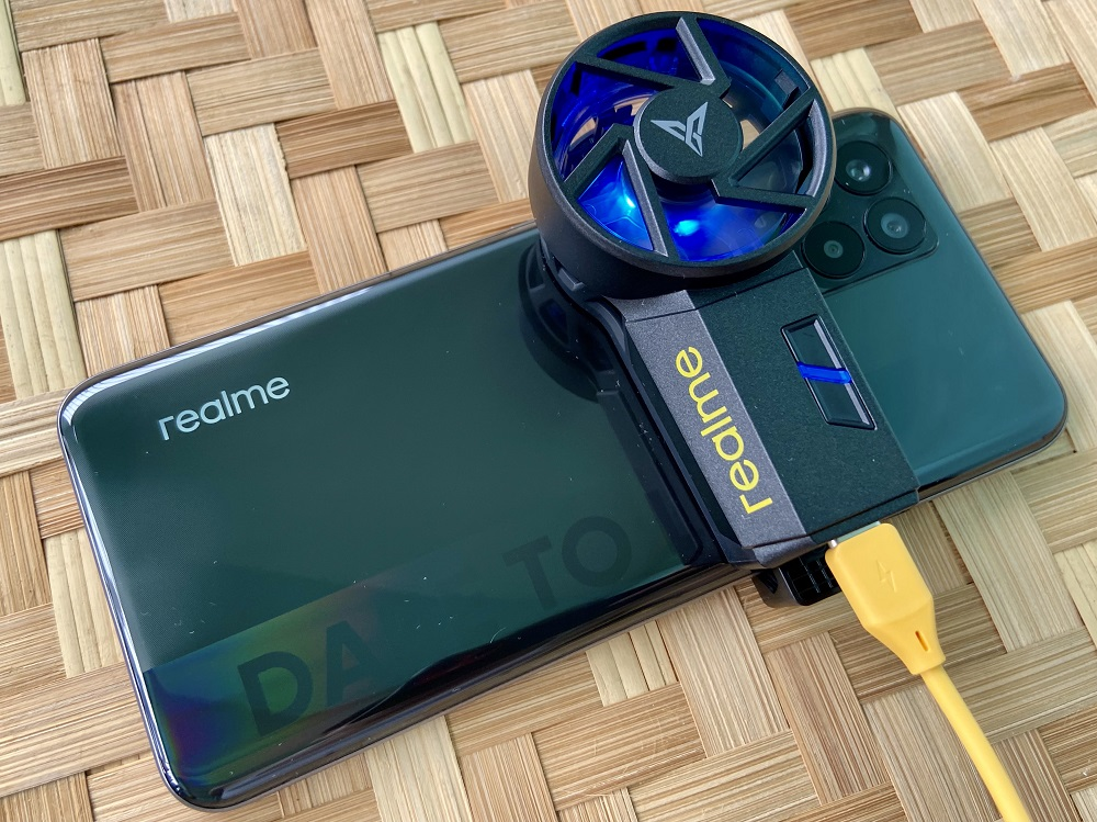 realme Cooling Back Clip attached to realme 8
