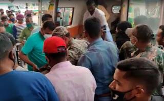 नक्सलियों ने जवानों से भरी बस को विस्फोट से उड़ाया, 3 जवान शहीद