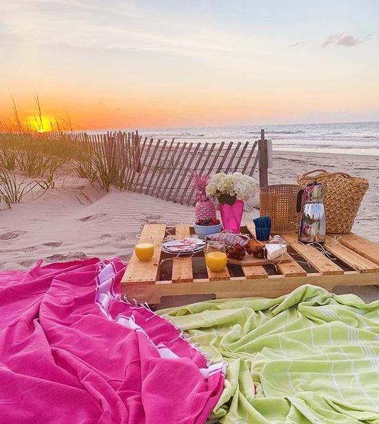 Pallet Wood Beach Picnic Table Idea