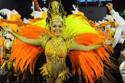 Raphaela Gomes é rainha de bateria da São Clemente — Foto: Alexandre Durão/G1