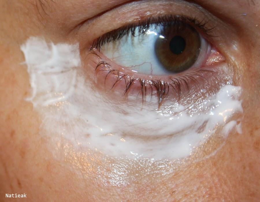 application de la crème Perle et caviar de l'Institut Arnaud  Masque contour des yeux