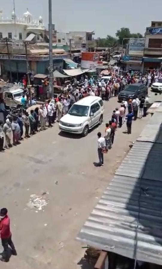 एक किलोमीटर तक खड़े हज़ारों लोगों ने जांबाज अफसर विश्नोई को दी अंतिम विदाई,  गाँव में दो दिन से नहीं जला चूल्हा