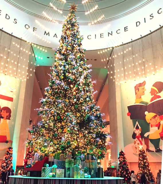 Stunning Christmas tree at the Museum of Science and Industry in Chicago