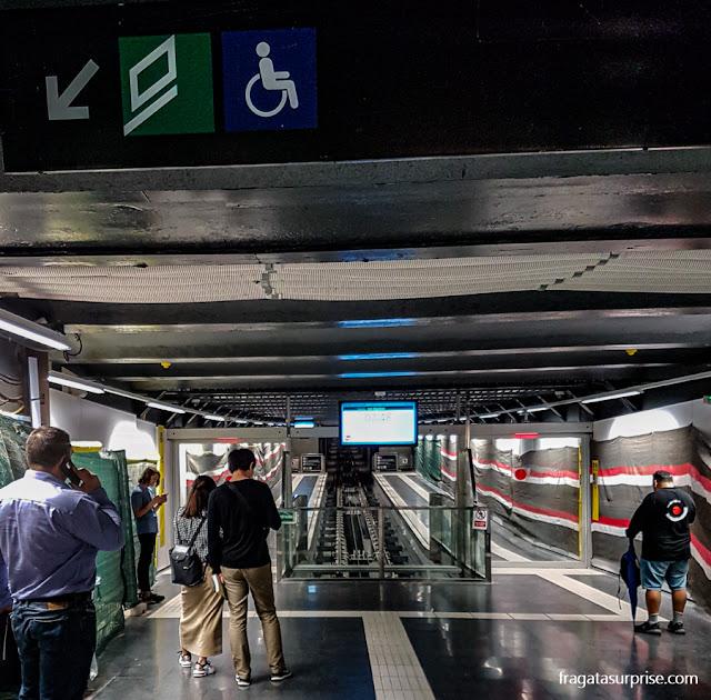 Acesso ao Funicular de Montjuïc na Estação Paral-lel do metrô de Barcelona