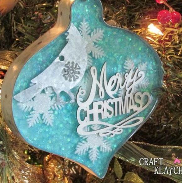 Πως θα φτιάξετε εντυπωσιακά Γυάλινα Χριστουγεννιάτικα Στολίδια