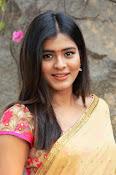 hebah patel cute half saree pics-thumbnail-16