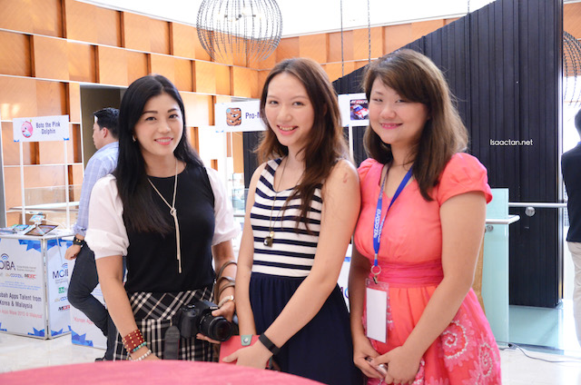 Day 2, a shot with some of the bloggers present: Kelly, Charmaine and Wendy