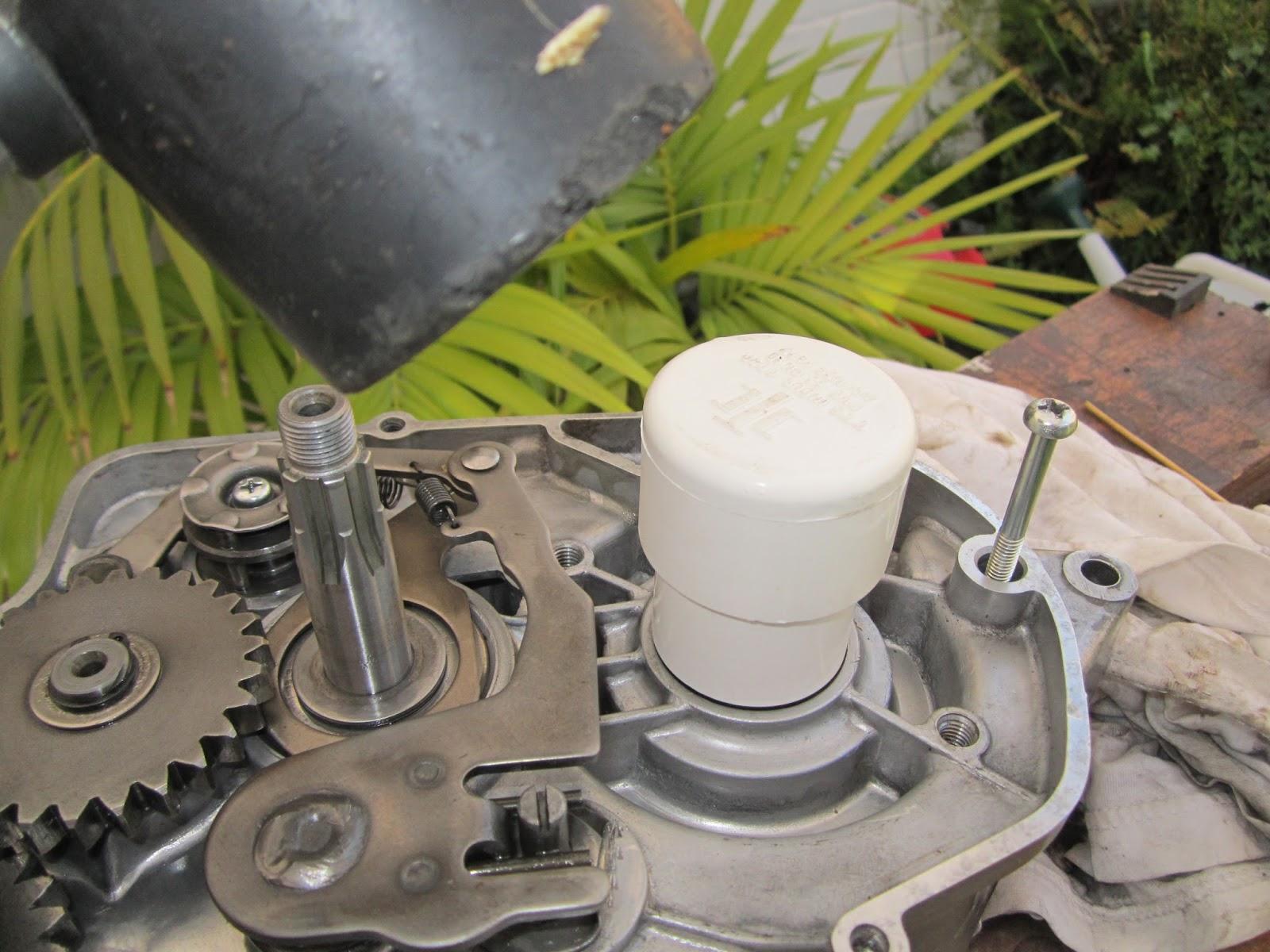 Restoration Yamaha LS3 1972: Replacing the crank shaft oil seals